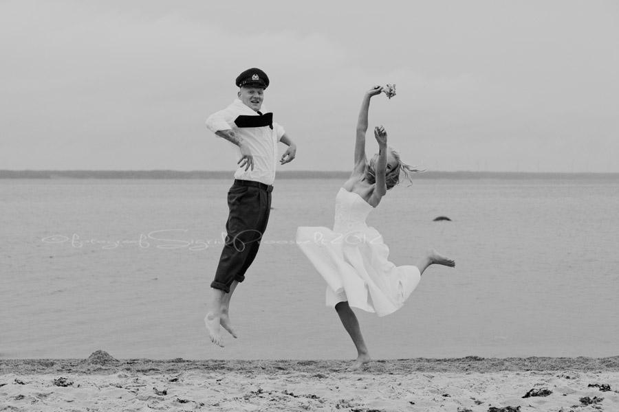 laulasmaa-rand-pruutpaar-hyppab