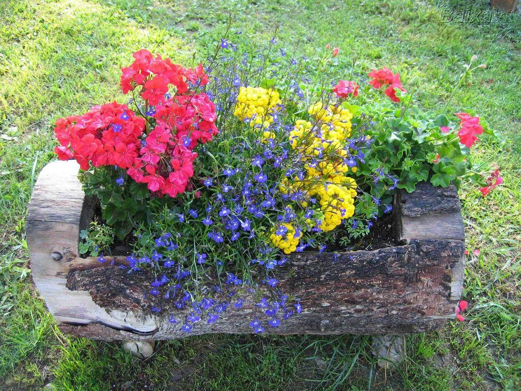 flores no jardim letra:ESSES VASOS PODEM SER USADOS NO JARDIM, ÁREA DE SERVIÇO, E MUITOS