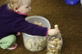 Coordenação Motora,coordenação motora fina, educação infantil,brincar,brincadeiras,creche,rolha