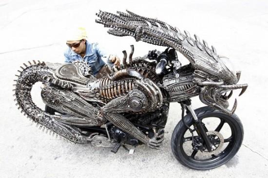 World's Most Creative Alien-Predator Motorcycle Pics !