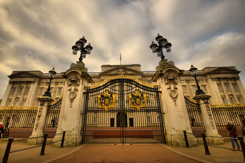 Buckingham palace by tony madrid