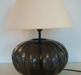 D co fait main transformer un vase en lampe de chevet for Verre pour lampe de chevet