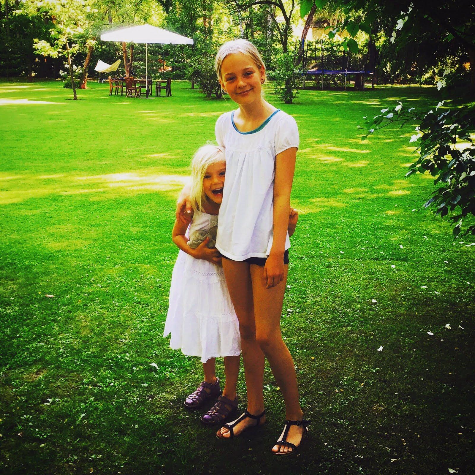Mine to piger Aja og Alba