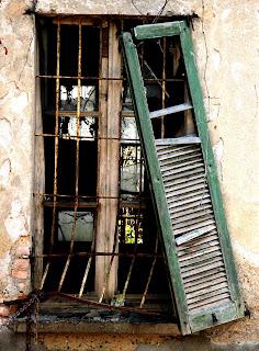 Pittura spontanea fotografia - La finestra rotta ...