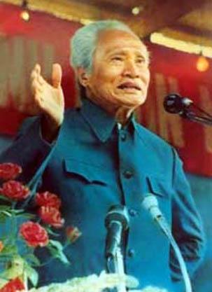 • Công hàm Phạm Văn Đồng: Kẻ cắp bán đồ gian