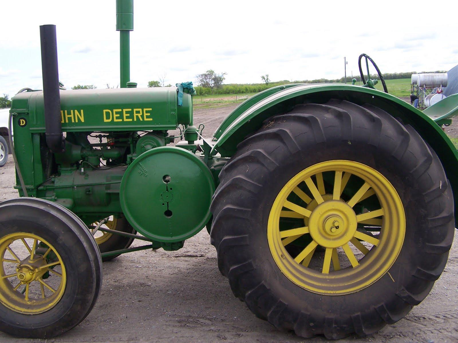 John Deere 4010 Wheatland : Different coloured junk john deere quot d