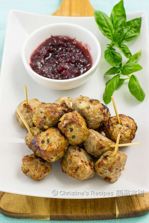 Meatballs with Cranberry Sauce01