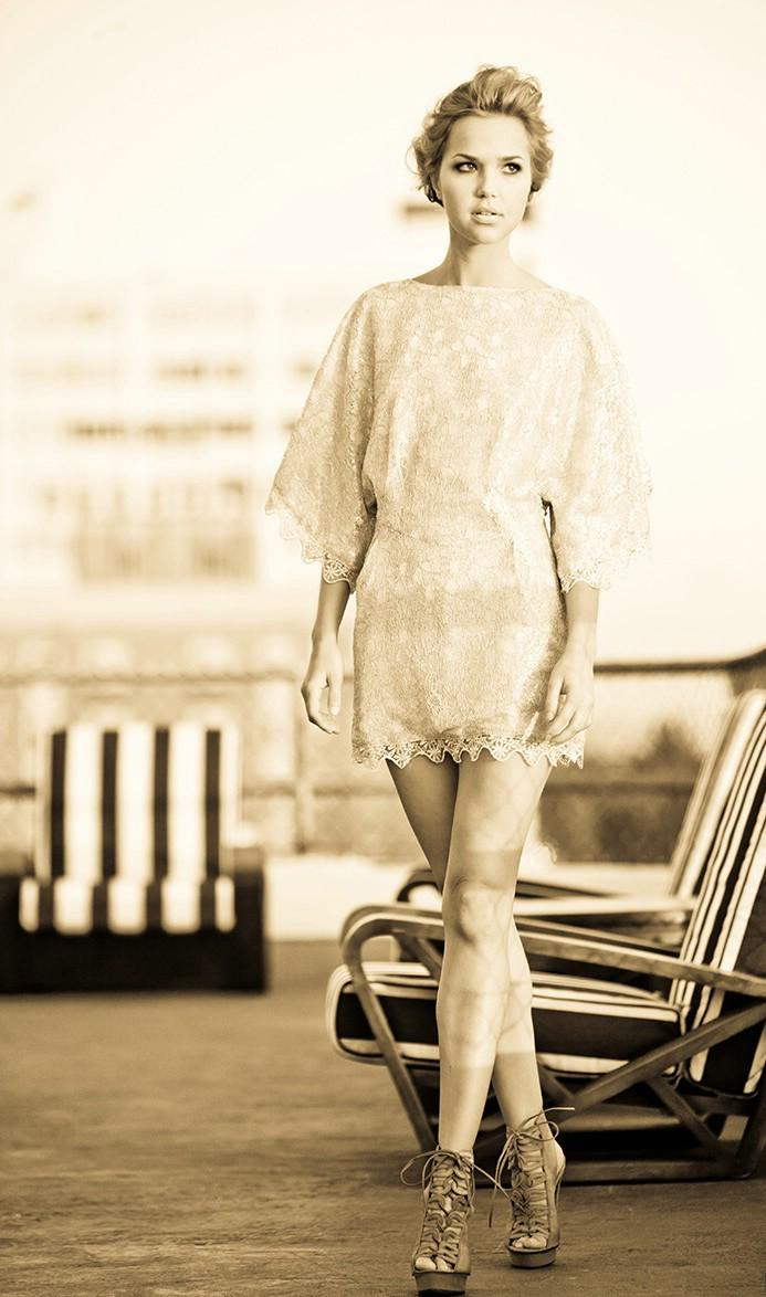 Pour avoir une garde-de-robe ;) 32690_ariellekebberl001_122_591lr