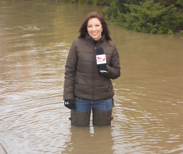 THE APPRECIATION OF BOOTED NEWS WOMEN BLOG : hip waders