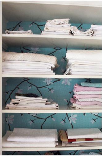 kast met behang