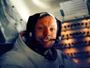 Neil Armstrong Buktikan Penjajakan di Bulan