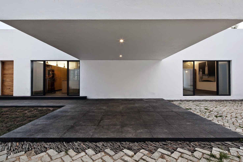 Rumah dengan Perpaduan Lokalitas dan Modernitas 12