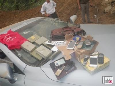 Tang vật gồm ma túy, điện thoại và các giấy tờ liên quan.
