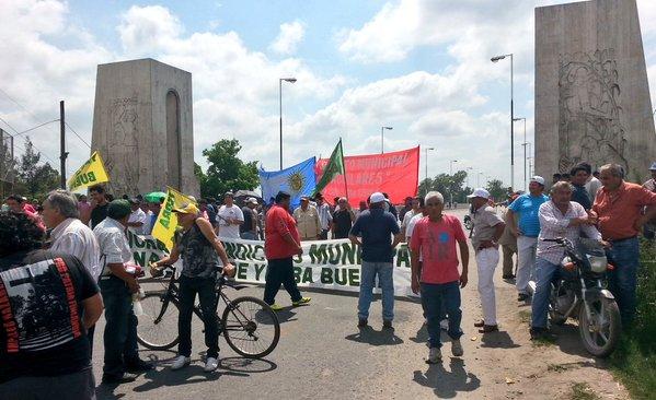 Estatales cortaron el tránsito por el puente Lucas Córdoba