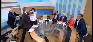 Ο Ηλίας Κασιδιάρης της Χρύσης Αυγής χαστούκισε στον αέρα την Λιάνα Κανέλλη (video)
