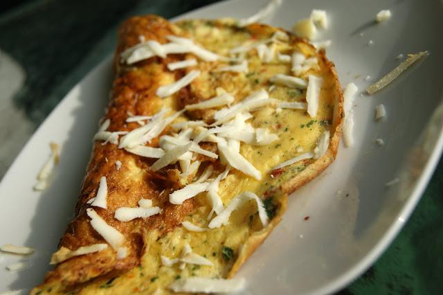Omlet z oscypkiem,