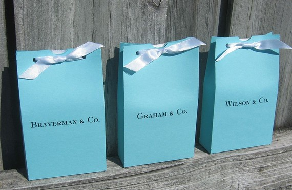 Invaribly Ociated With Tiffany And Co Here Are Some Finds In Fashion Wedding Decor So