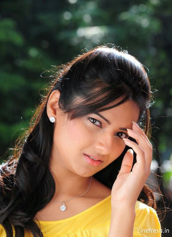 Isha Chawla New Cute Stills Isha chawla Beautiful Photos sexy stills