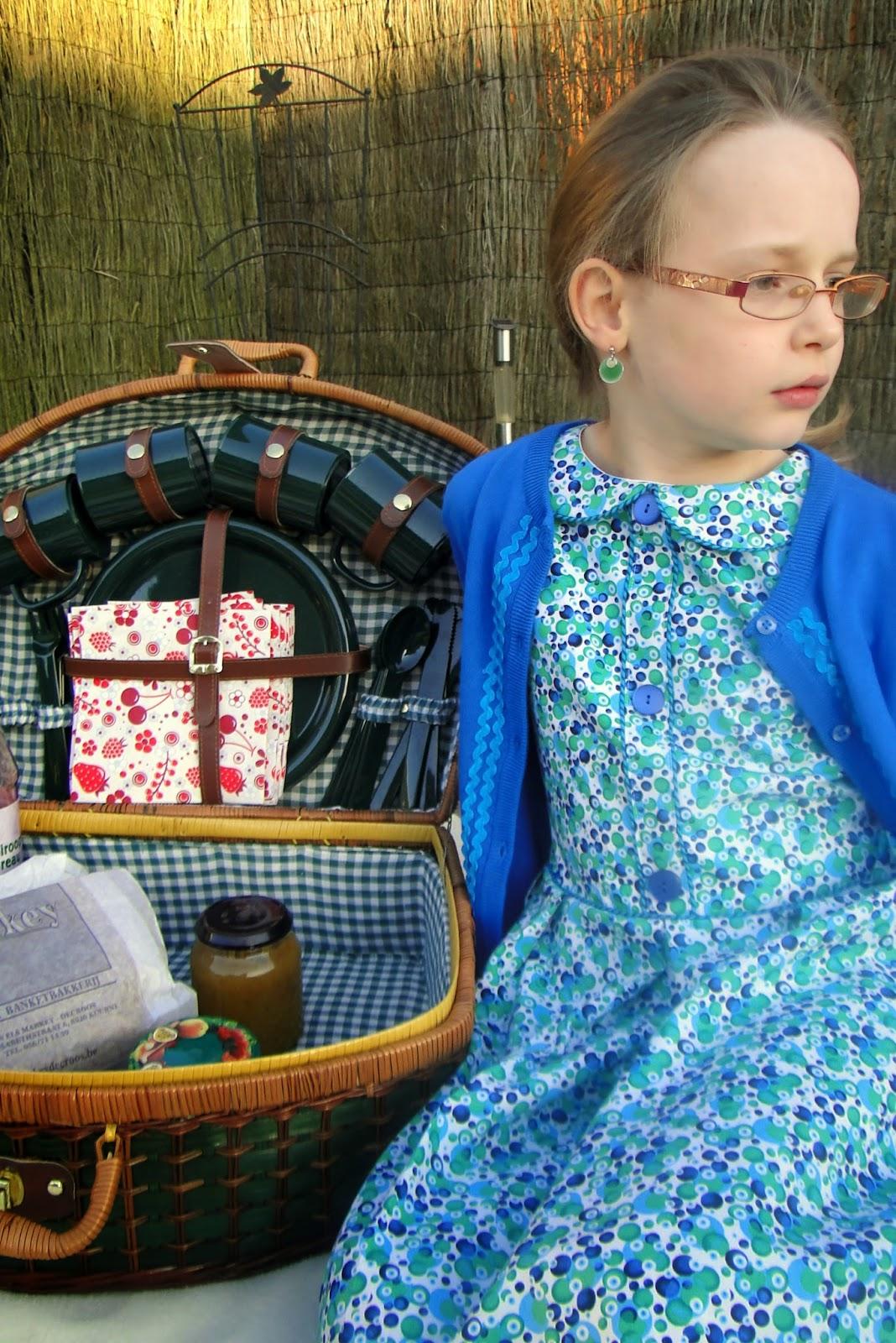 retro kinderkleding, zelfgemaakte meisjes jurk