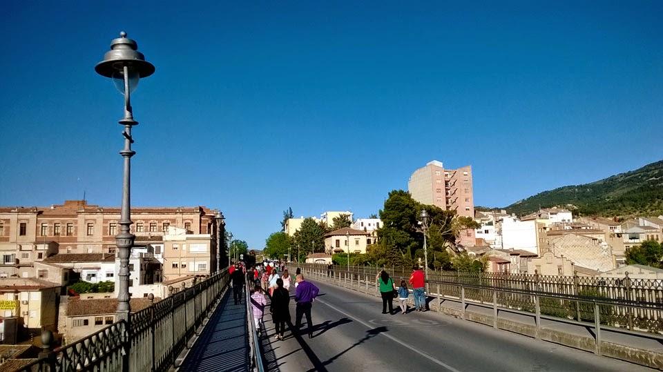 El puente que une dos colinas