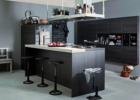 Behang Keuken Vtwonen : grando keukens ontwikkelde met vtwonen een warme donkerbruine keuken