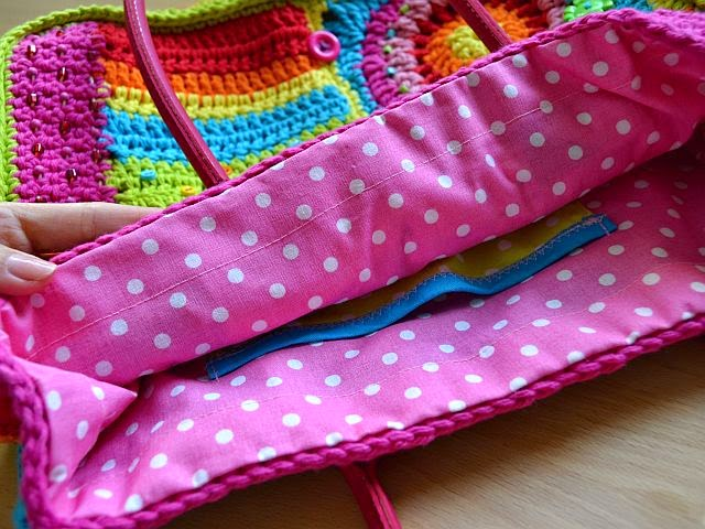 Magic with hook and needles: How to make a lining to crocheted bag
