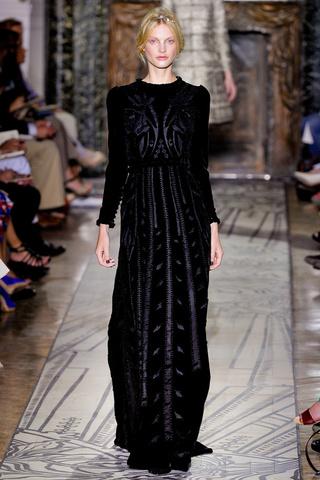 VALENTINO - Haute Couture 2011/2012 - 1