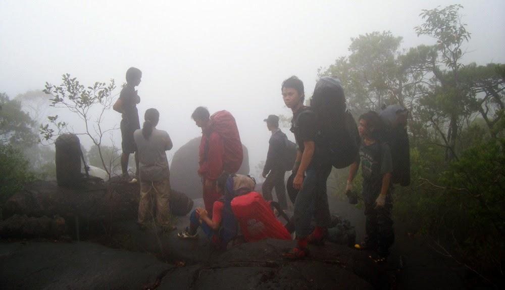Pendakain Gunung Cabang, Karimata