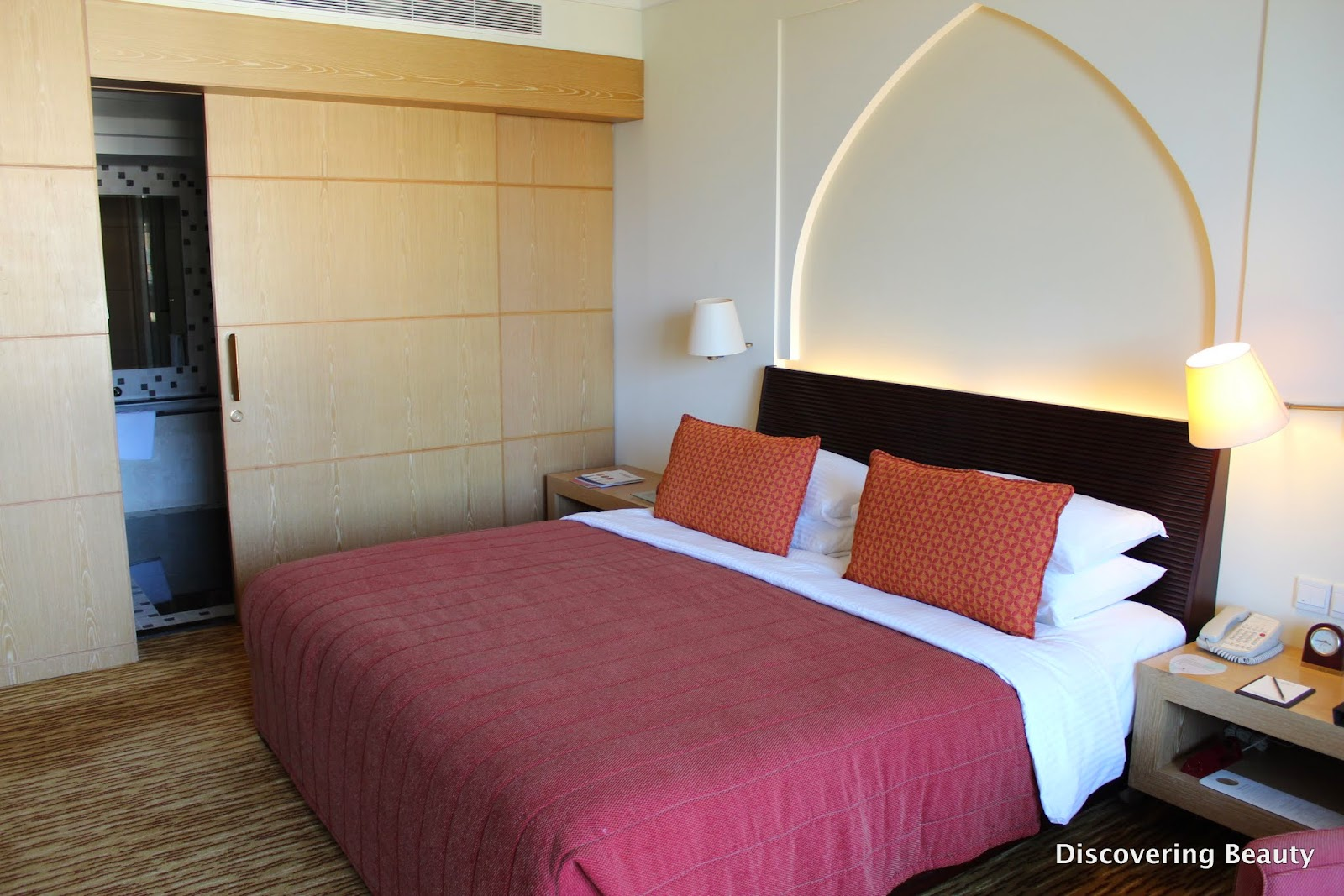Shangri la Al Bandar room