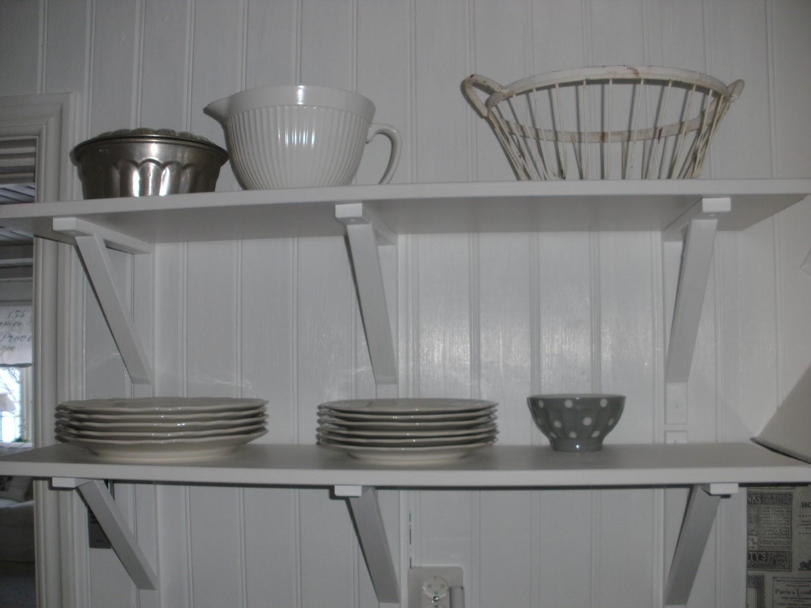 Källeboda lantliv: hyllor i köket