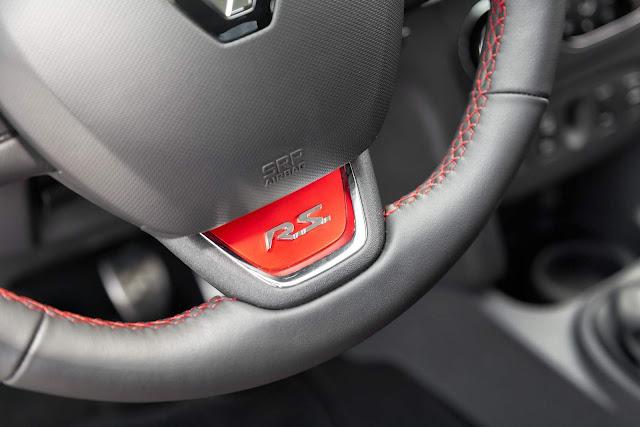 Novo Renault Sandero R.S. 2.0 - volante