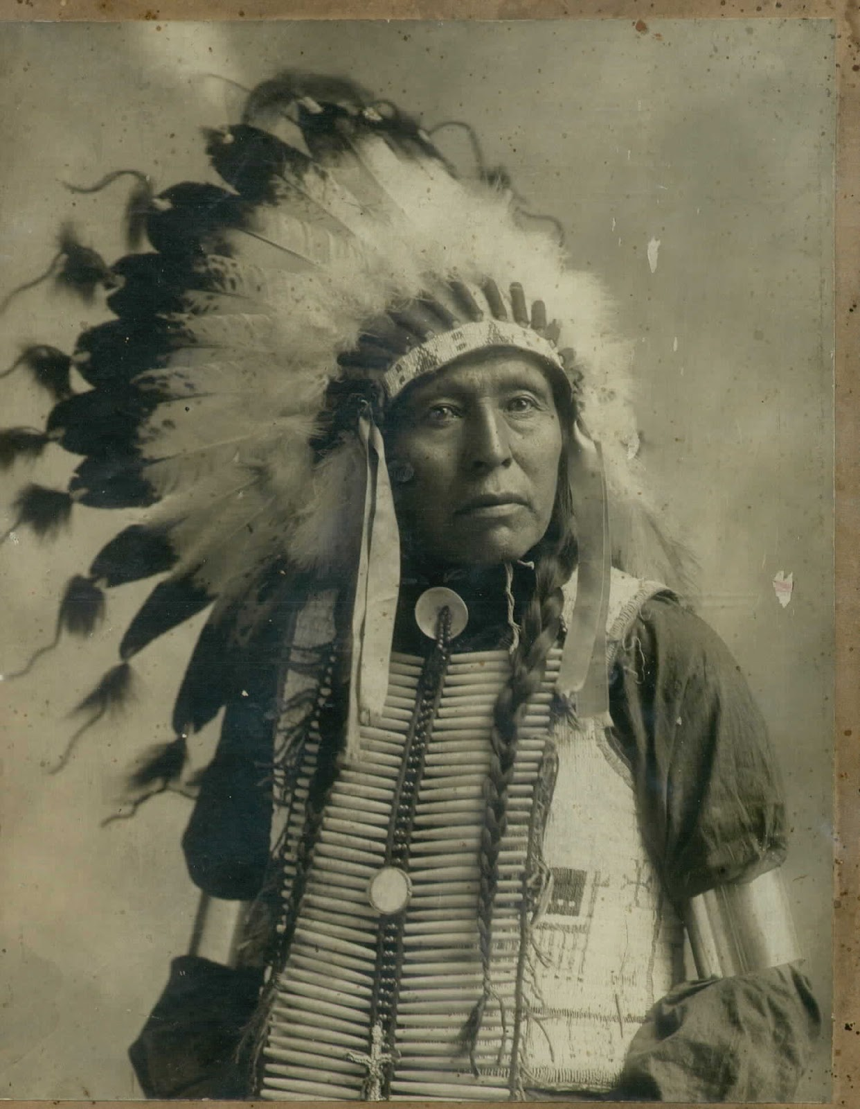 http://3.bp.blogspot.com/-p7bDDNaFW04/T_zUkli5fQI/AAAAAAAABc0/lRof3bbF0y8/s1600/indian_chief_with_head_dress.jpg