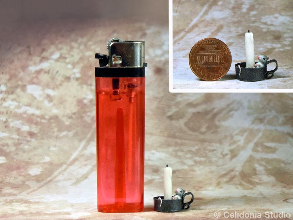 Topino in miniatura modellato in pasta sintetica