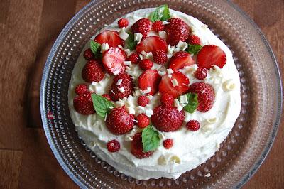 mansikka suklaa kakku