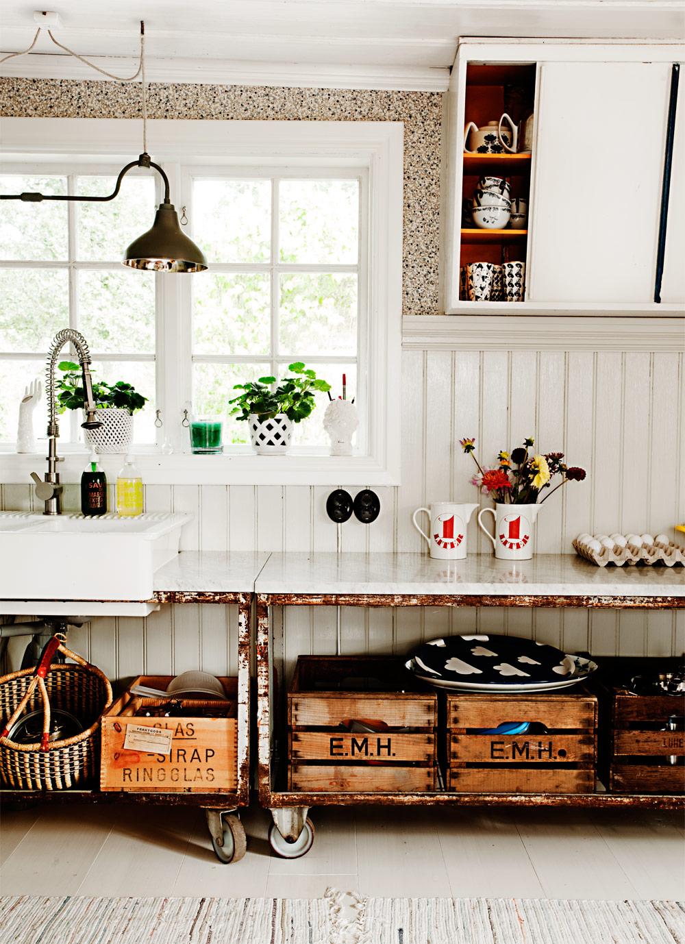Keltainen talo rannalla v rikk st valkoiseen kotiin - Decoracion vintage industrial ...