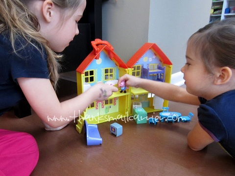 Peppa Pig Peek 'n Surprise Playhouse