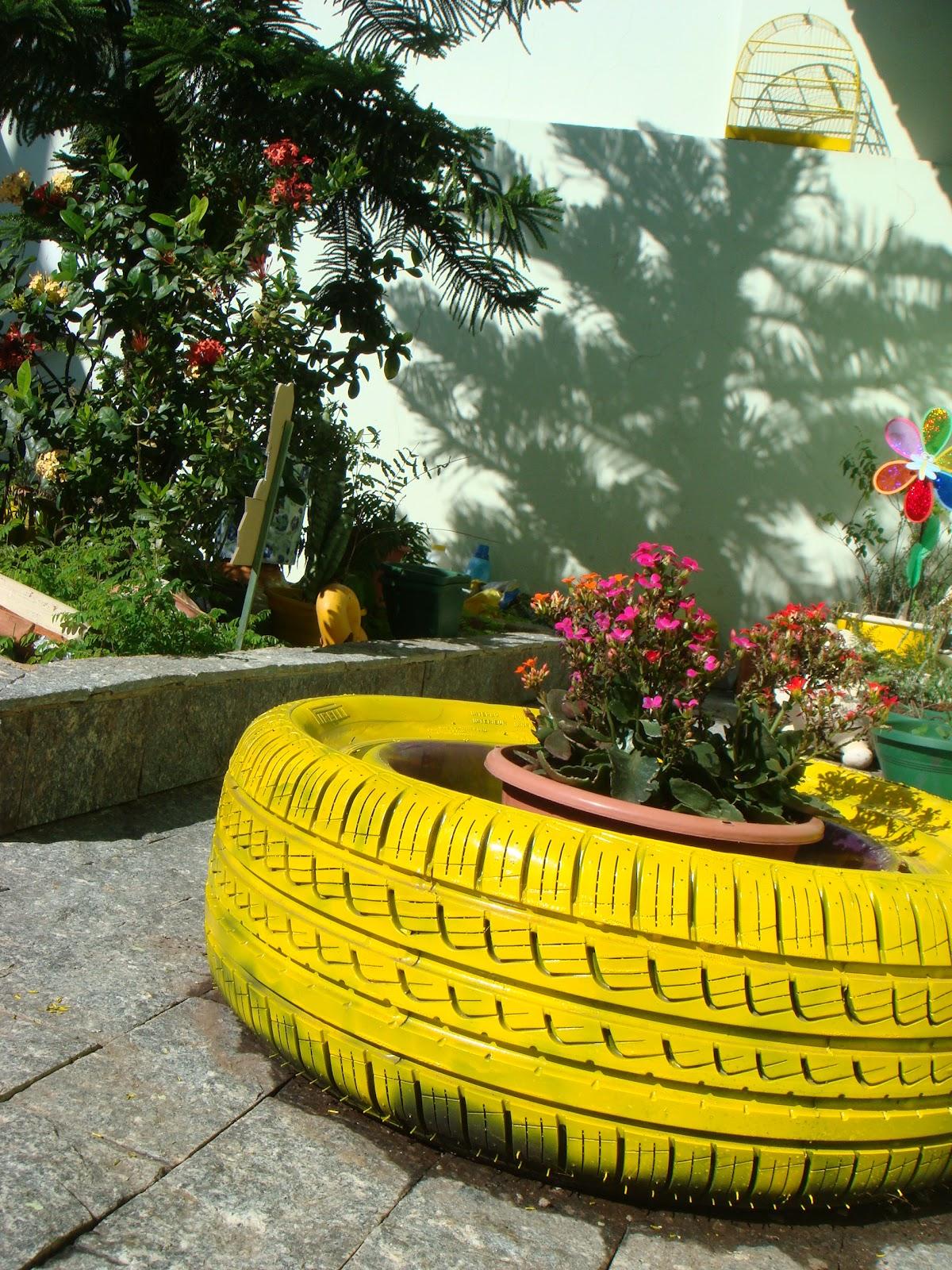 fotos de um jardim lindo : fotos de um jardim lindo:Entre, a casa é minha!: ♥ Um lindo jardim com pneus coloridos