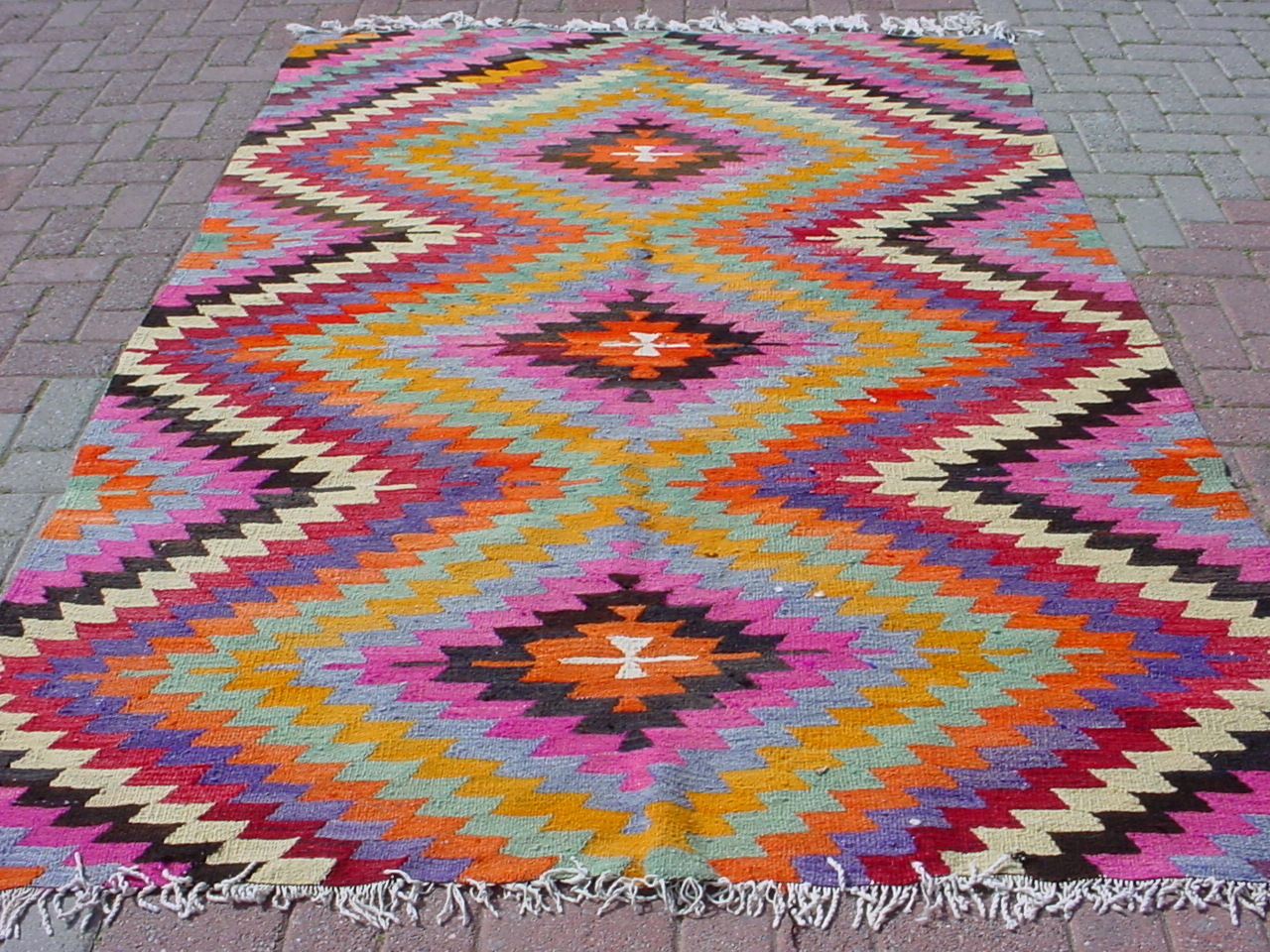 Inspired design current obsession colorful kilim rugs for Kilim designs