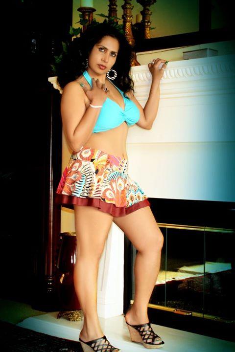 malayalam actress and producer mini richard hot navel and cleavage