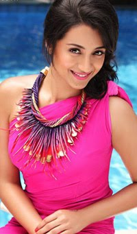 Smiling-tamil-telugu-actress-Trisha-in-beautiful-pink-dress