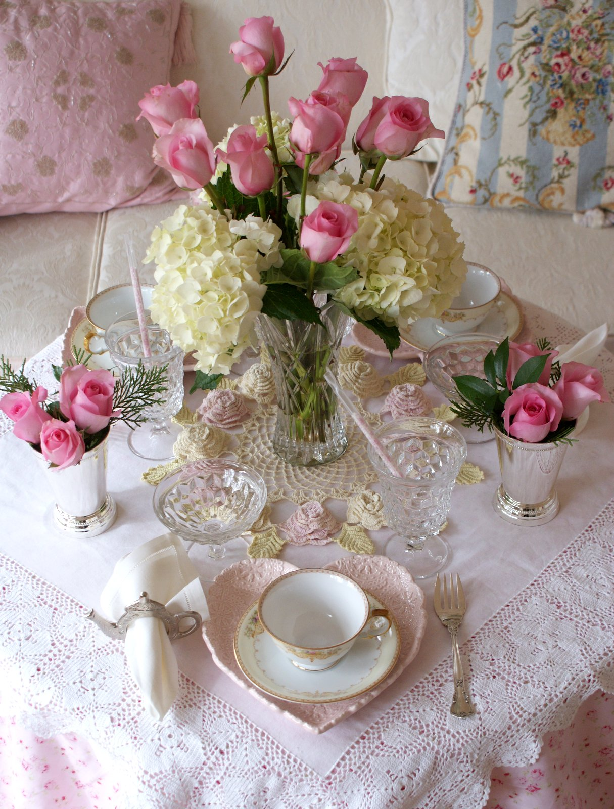 Elegant tea party table setting vintage and antique - Mesa shabby chic ...