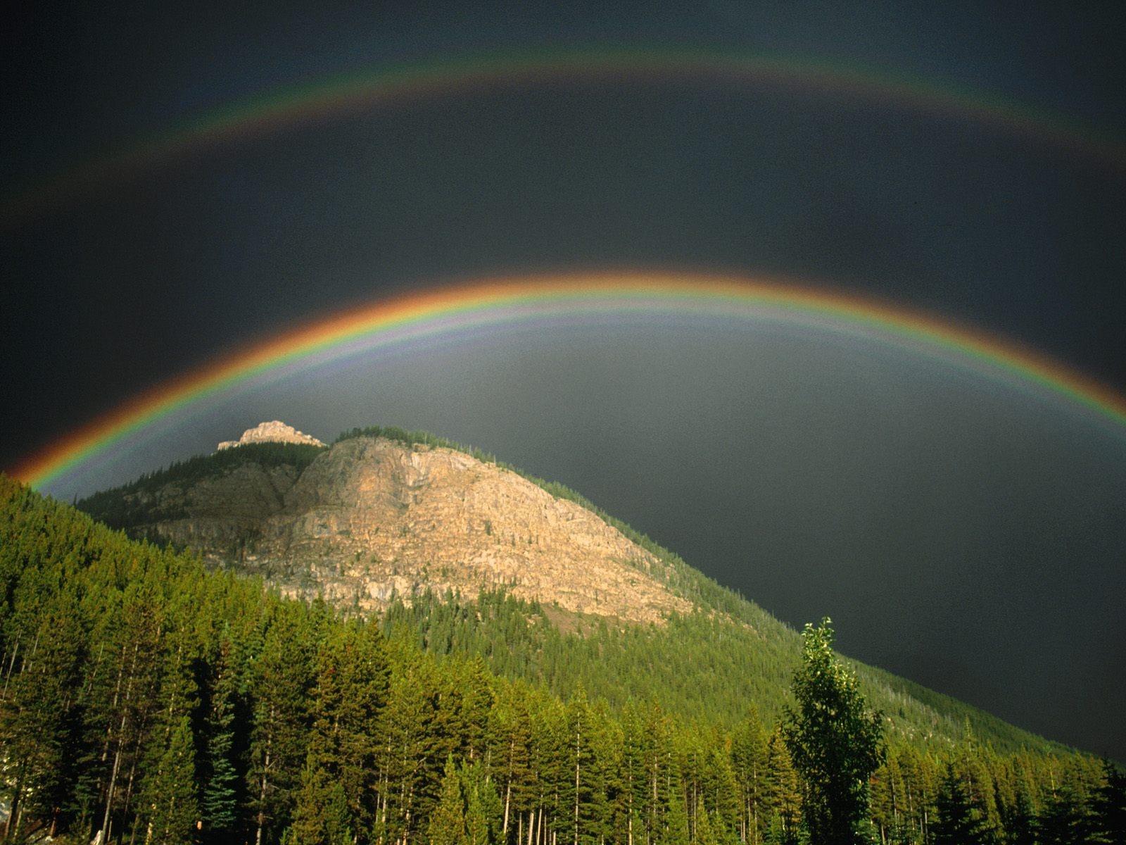 http://3.bp.blogspot.com/-p9ApaS-QZO4/TtRvGQJTivI/AAAAAAAAEP0/TJ7HKw3RJjw/s1600/canadian-rockies-banff-national-park-alberta---1600x1200.jpg