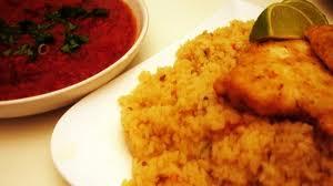 السمك الفيليه المقلي مع صلصة الطماطم والباذنجان
