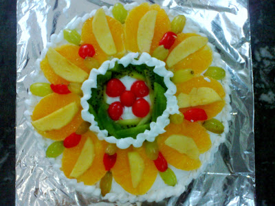 Cream fruit and sponge cake