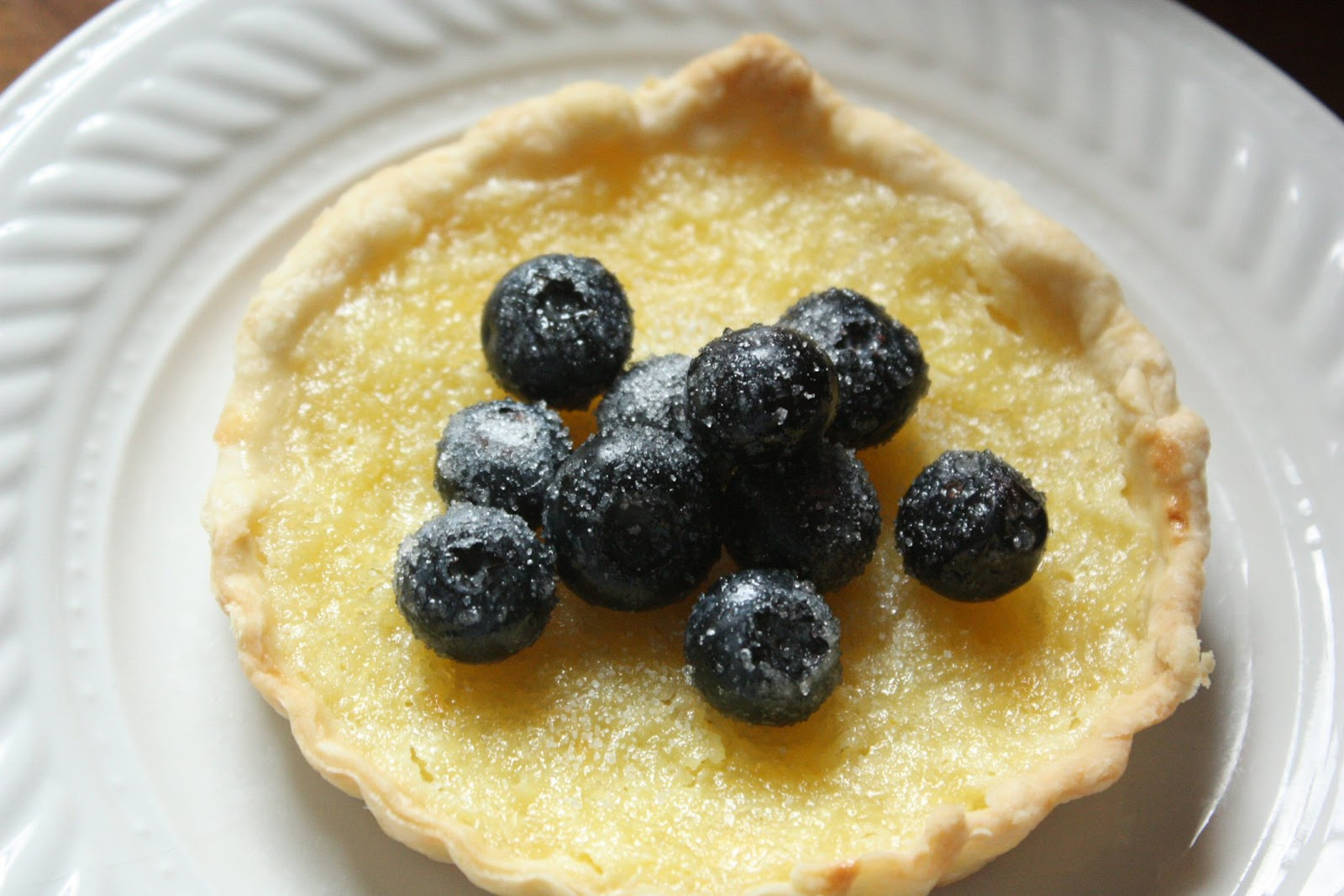 mini+lemon+tart+with+sugared+blueberries2.jpg
