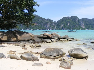 phi phi beach and rock