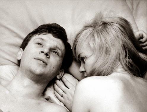 """Cena do filme """"Os Amores de uma Loira"""""""
