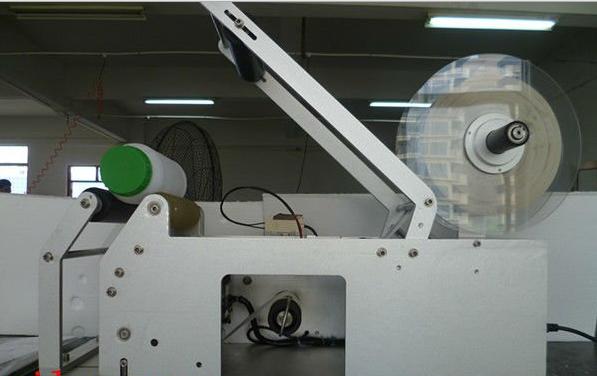 semi automatic sticker labeling machine for round&plane bottles halbautomatische Etikettiermaschine