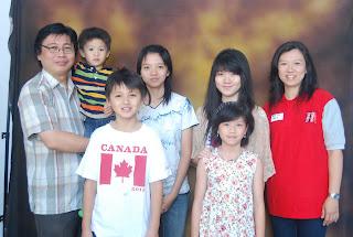 Rut Dwi Yuliawati dan Keluarga