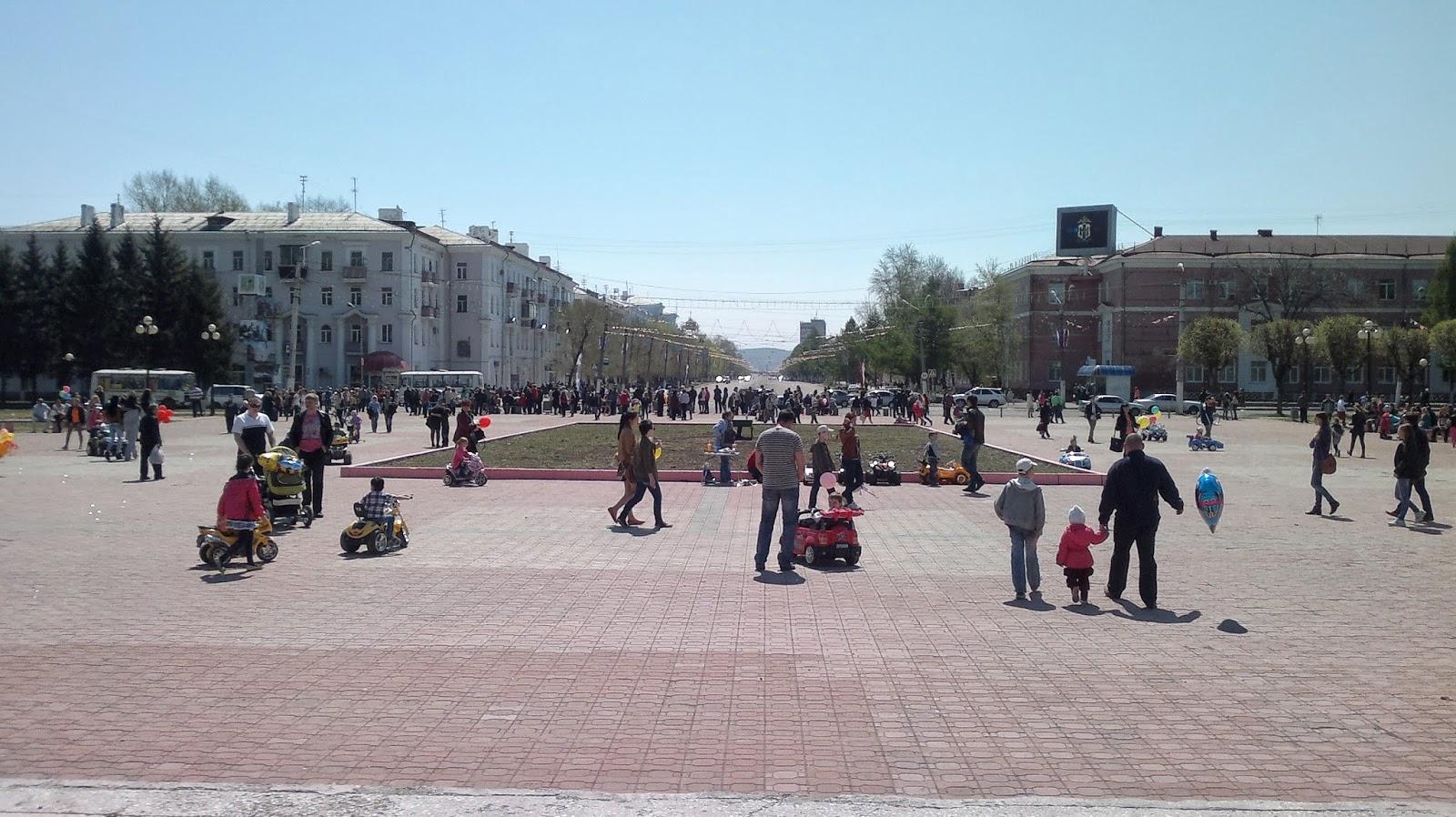 Площадь перед дворцом культуры судостроителей